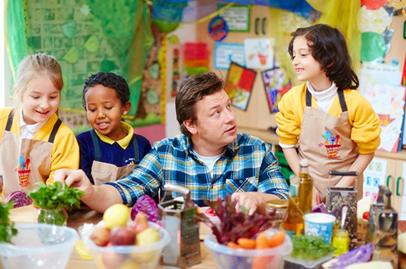 """Con el foco puesto en los niños se festejó el """"Food Revolution Day"""""""