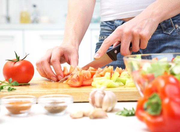 Especialistas proponen centrar la dieta en nutrientes y no en calorías