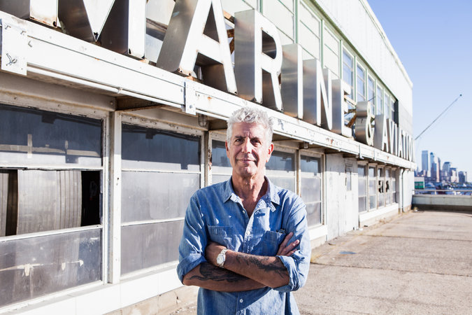 El chef Anthony Bourdain prepara la apertura de un nuevo mercado en NY
