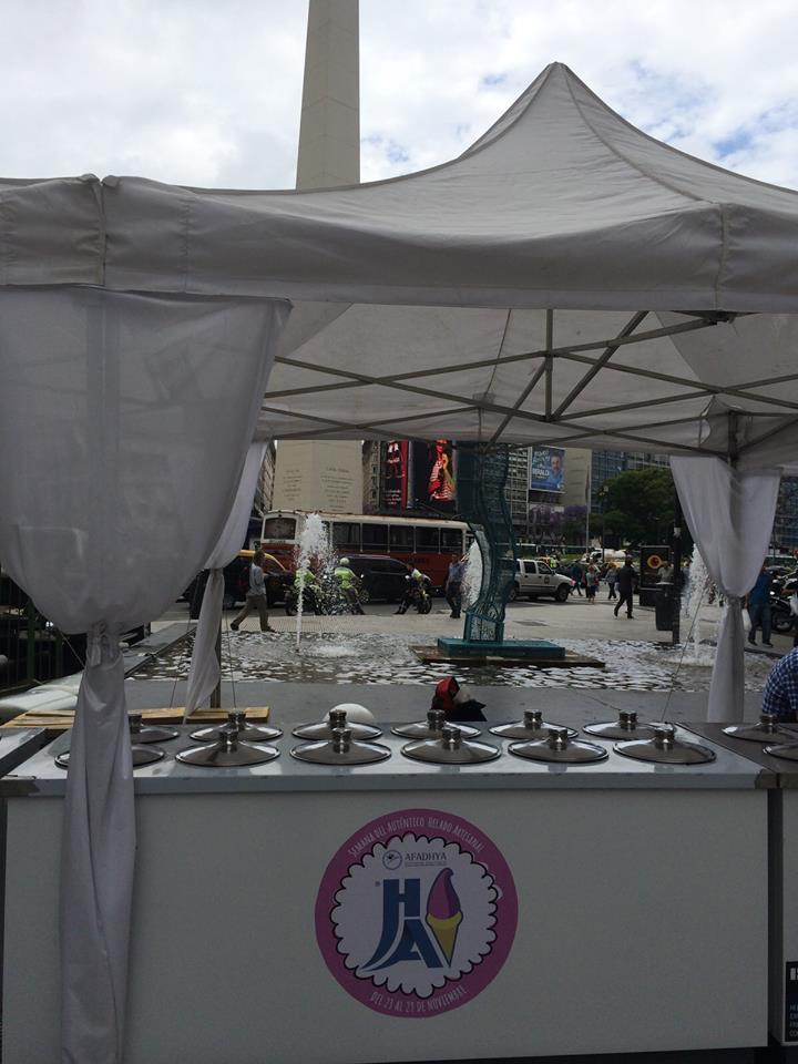 Una heladería solidaria en pleno Obelisco