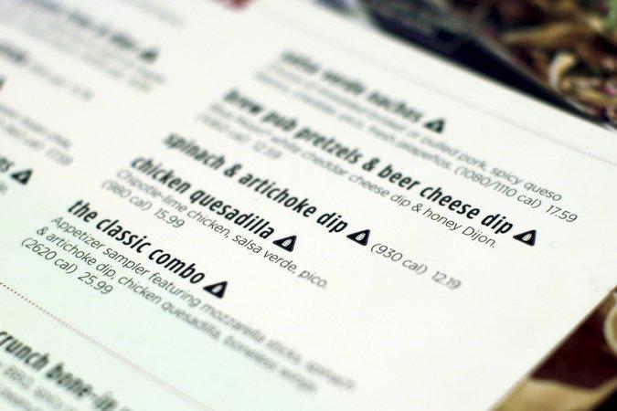 Restaurantes de NY advierten exceso de sal en el menú
