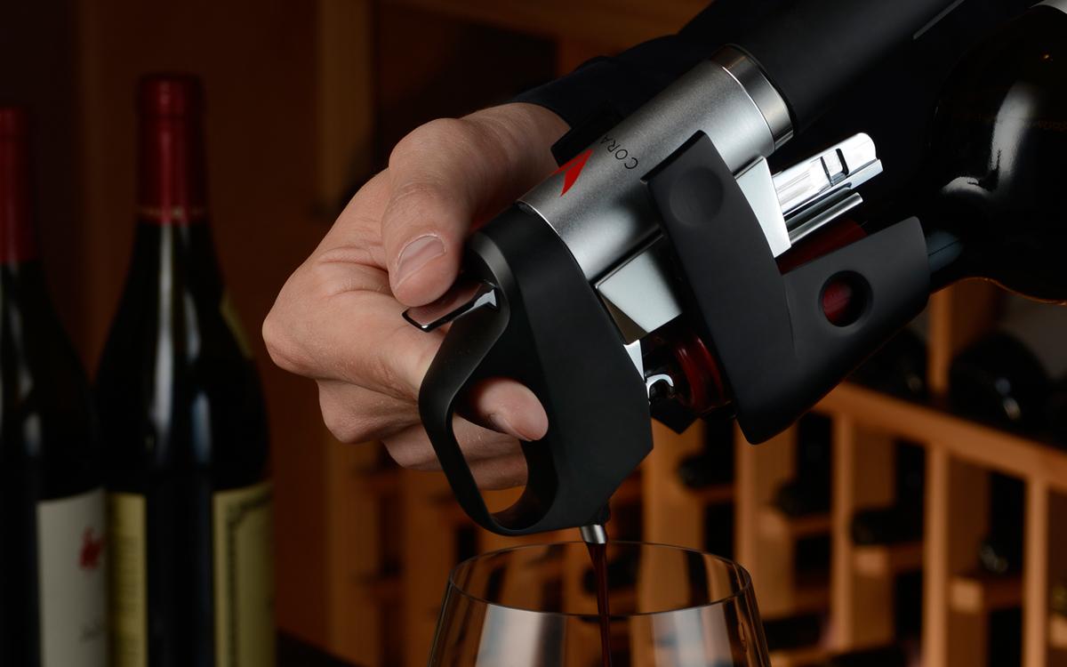 Coravín: un gadget que permite tomar el vino sin descorchar