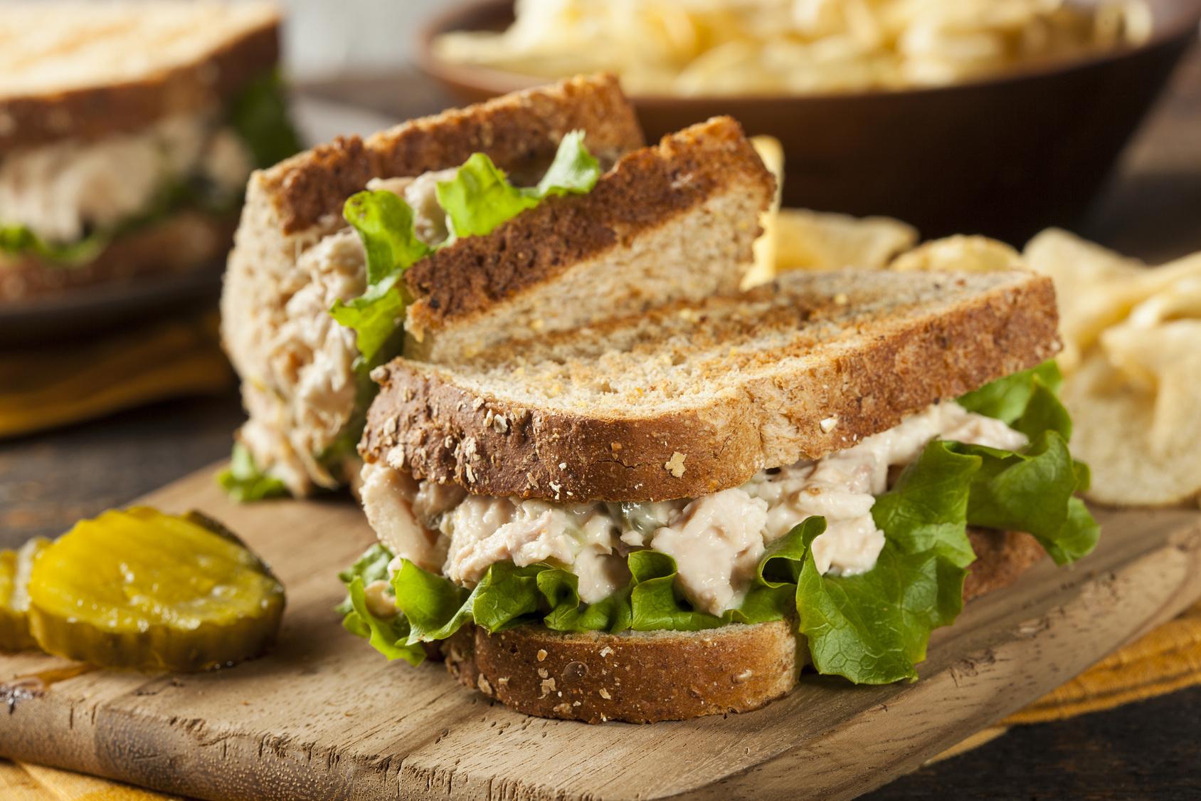 Tips para comer rápido y saludable fuera de casa