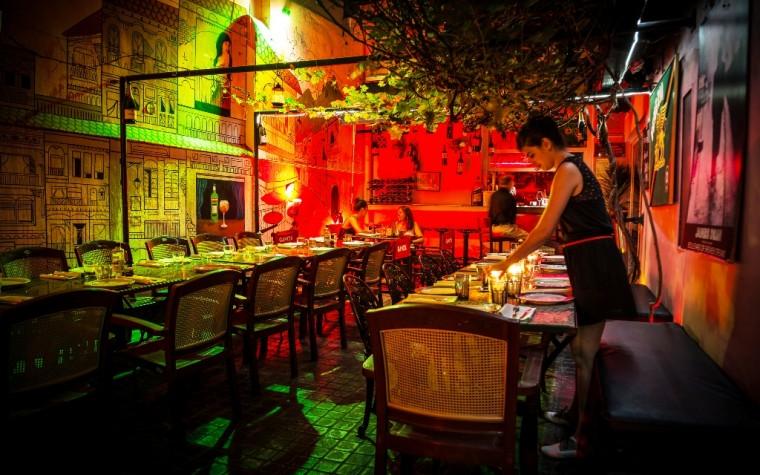 Cerveza artesanal y platos para maridar en el Patio Cervecero de Guido