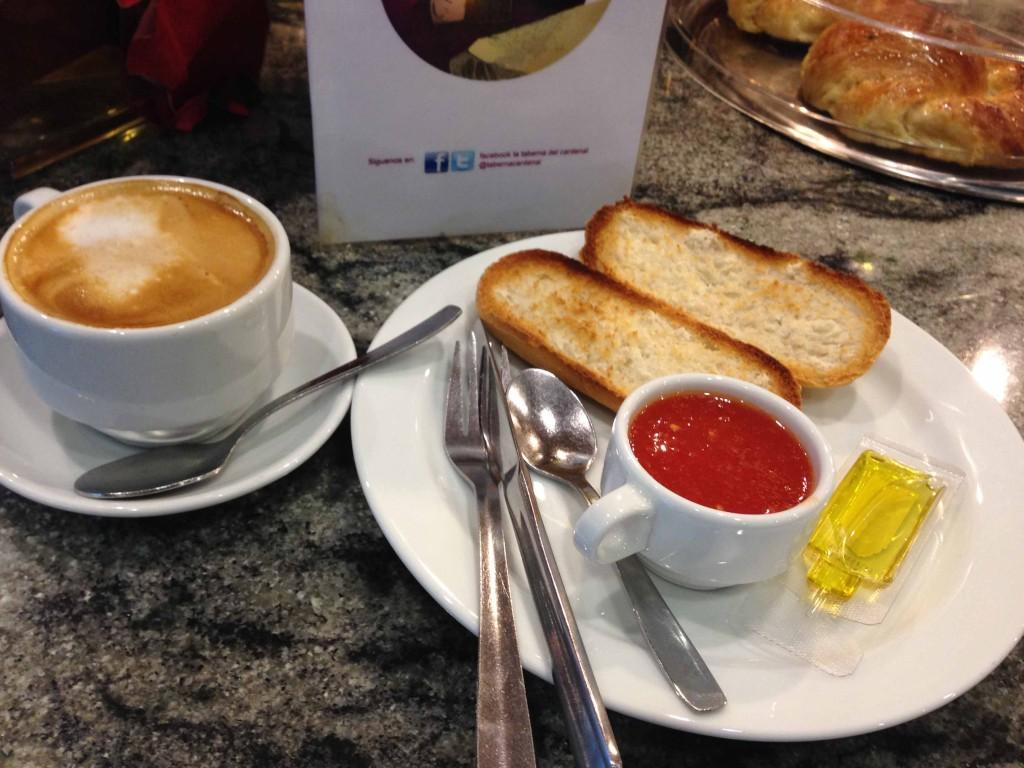Desayuno-tostadas-con-tomate-taberna-el-cardenal-madrid