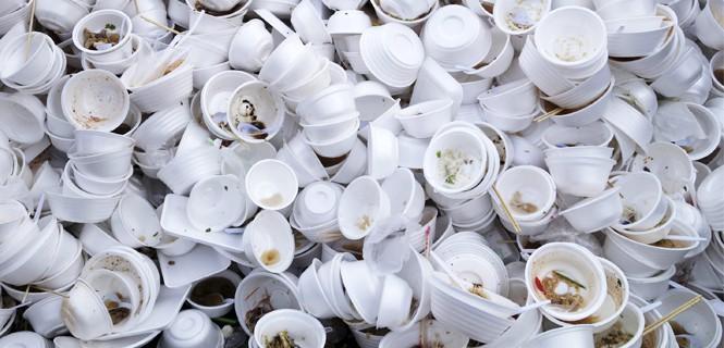 Nueva York se despide de las bandejas plásticas