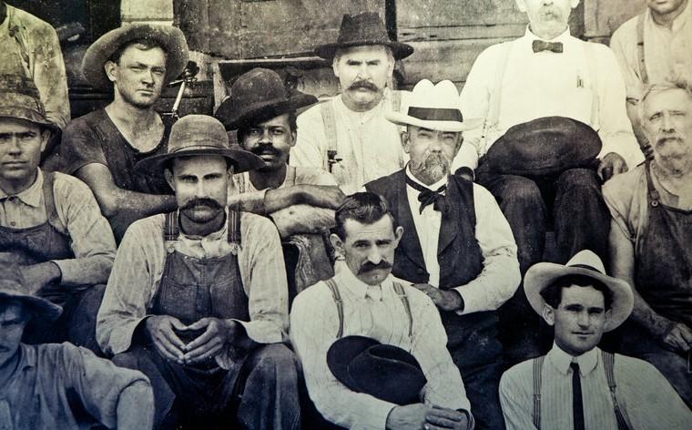 Jack Daniel's admite que robó la receta de su whisky a un esclavo