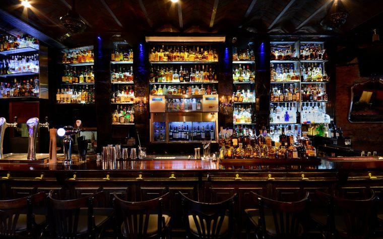 Portezuelo, el bar de Recoleta, presenta su hora feliz