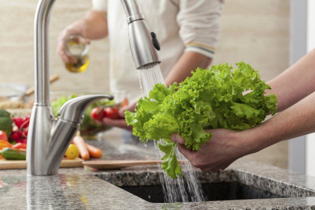 Lavar nuestros alimentos, un paso fundamental para evitar enfermedades