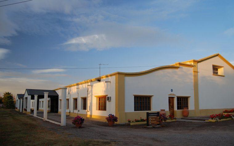 Exposición de arte y degustación de vinos en Bodega Alfredo Roca