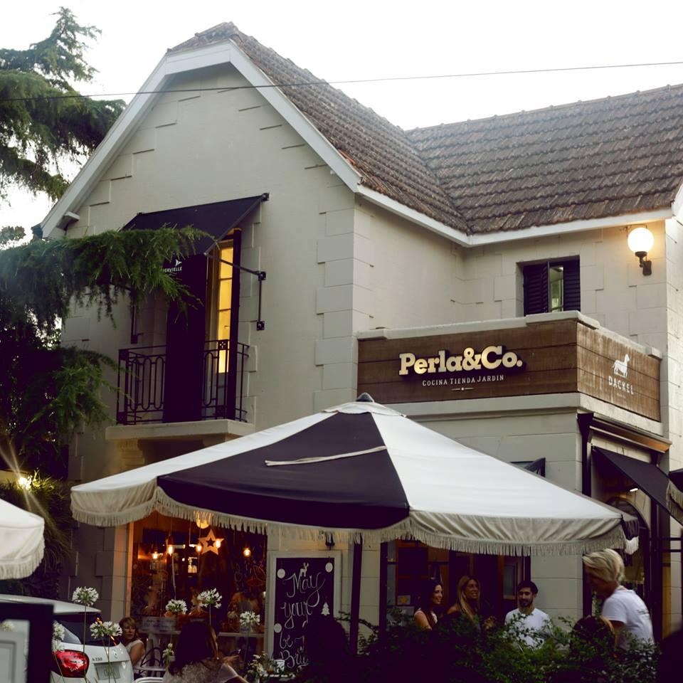 Perla & Co: comidas, tienda y jardín