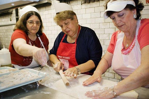 Un restaurante de Nueva York tiene abuelas a cargo de la cocina