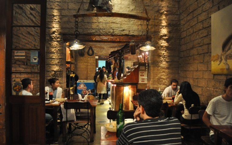 Según un estudio, los argentinos son los que menos salen a comer afuera