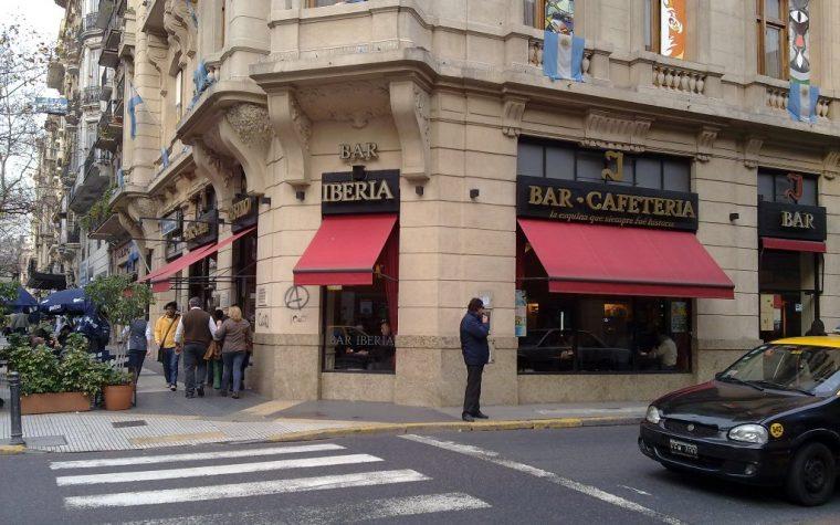 El icónico Bar Iberia cumplió 80 años y fue homenajeado