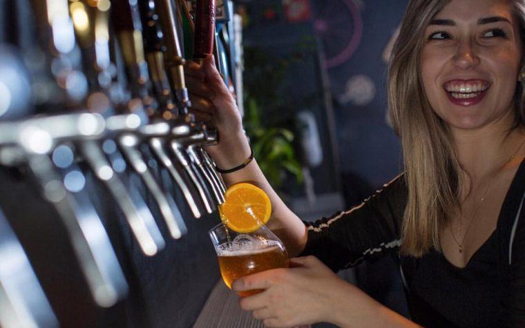 On Tap, la cervecería revelación del año, presenta su bar & hotel en MDQ