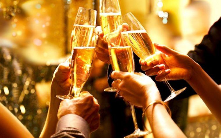 Brindis: Cómo servir la copa perfecta de champagne