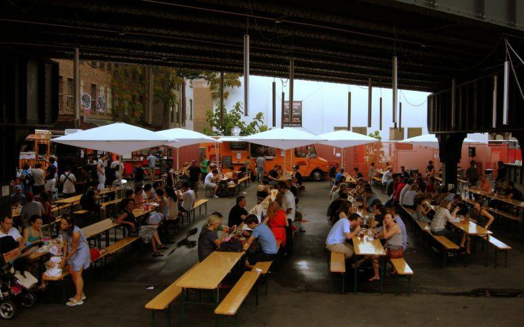 Paseo Möns: patio cervecero & food trucks en Rosario