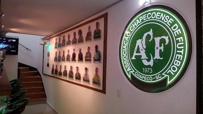 Abren un bar en homenaje a Chapecoense en Medellín