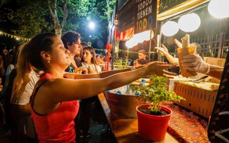 Buenos Aires Market de noche en Parque Chacabuco