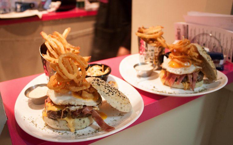 Holy Burgirls: hamburguesas con todo el poder femenino