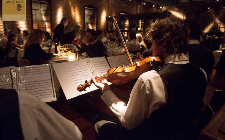 Noche de violines en la Rosa Negra junto a Baron B