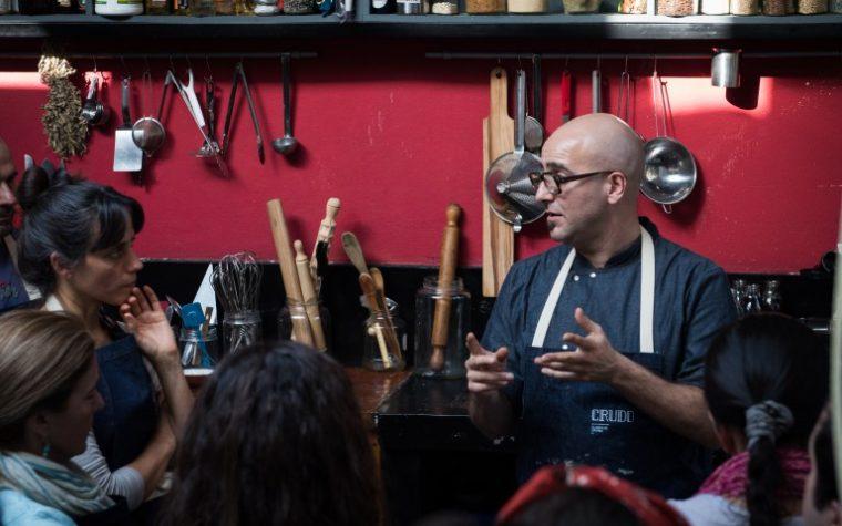 Máximo Cabrera dicta su curso anual de cocina basada en vegetales