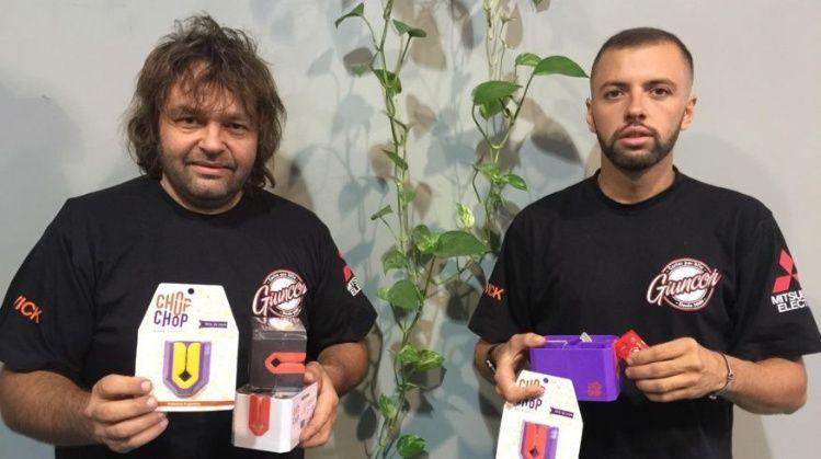 Emprendedores argentinos crearon un insólito dispositivo para abrir aderezos
