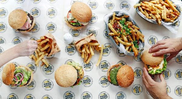 Abrió en Palermo Burger Mood: terraza canchera y burgers caseras