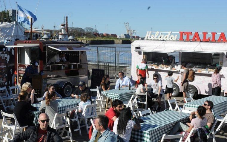 La Ciudad ya tiene un patio de food trucks con vista al río