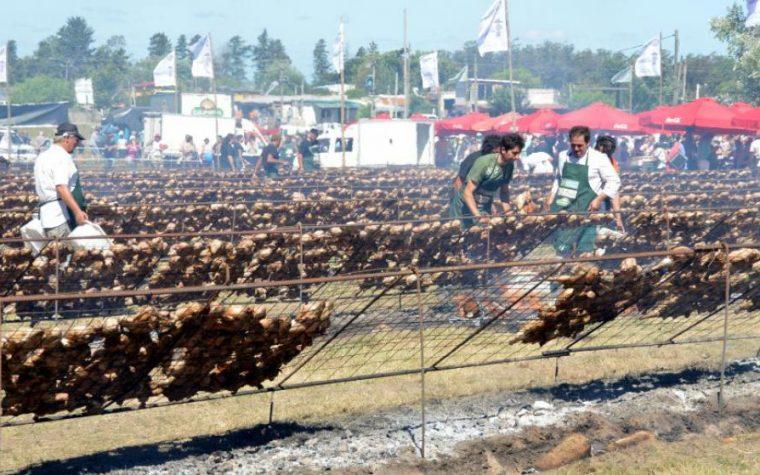 Uruguay batió el récord Guinness del asado más grande del mundo