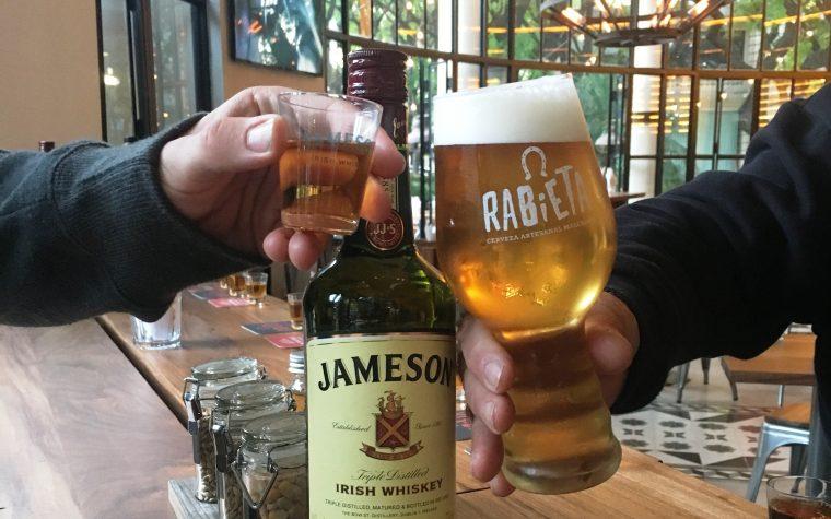 Una cata a la irlandesa: whisky con cerveza en Rabieta