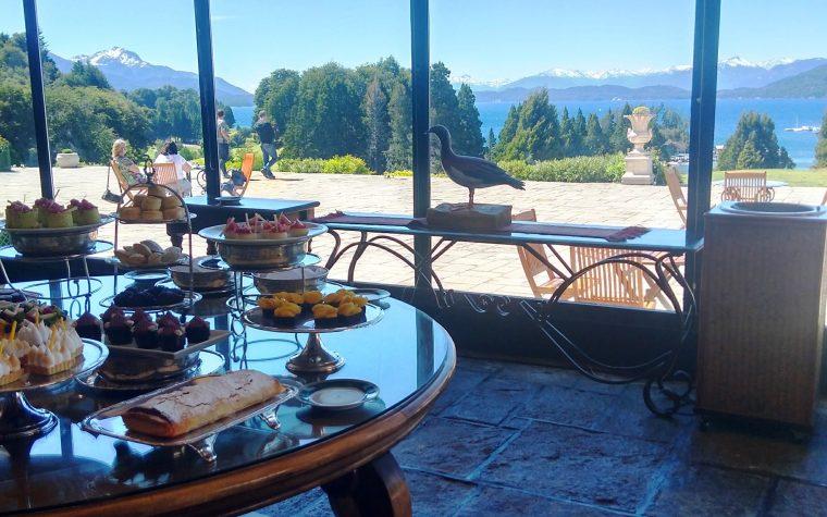 Tomar el té en Llao Llao: un buffet en el paraíso