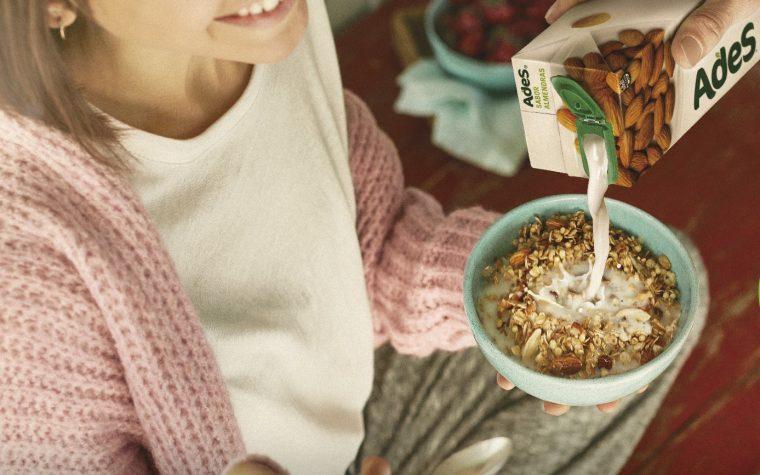 AdeS vuelve al mercado con nuevos productos: Almendras y Chocolatada
