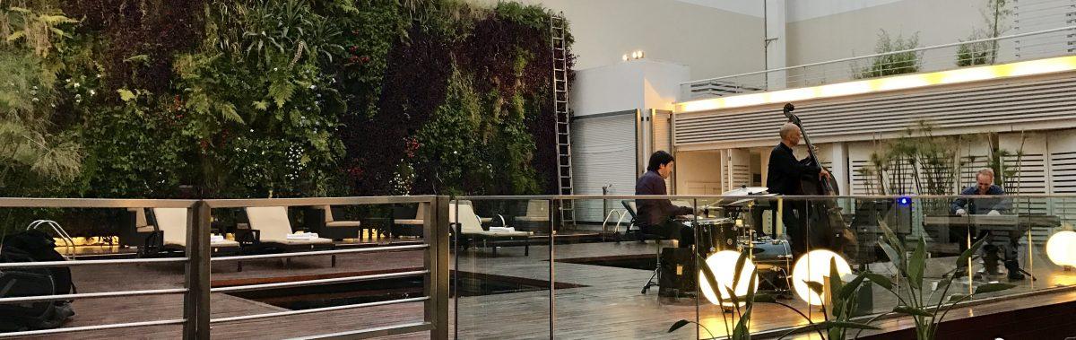 Cocktails y DJ set en el after office de Novotel