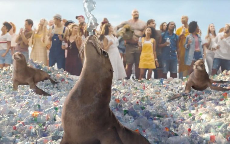 SodaStream continúa con su campaña contra el plástico con Rod Stewart como vocero