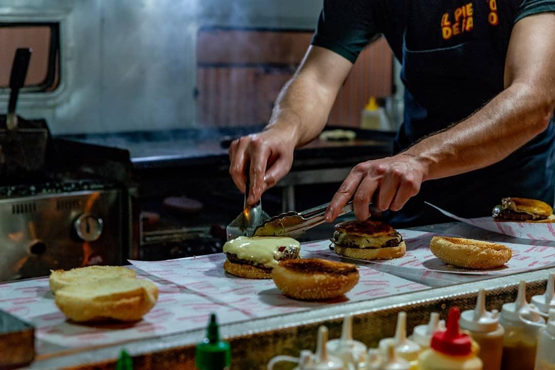 """Llega a las librerías """"El libro de las hamburguesas"""" de Fabio Alberti"""