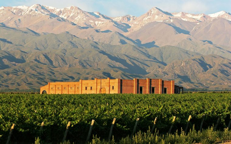 Atardecer entre montañas y viñedos: la propuesta de Andeluna para este verano